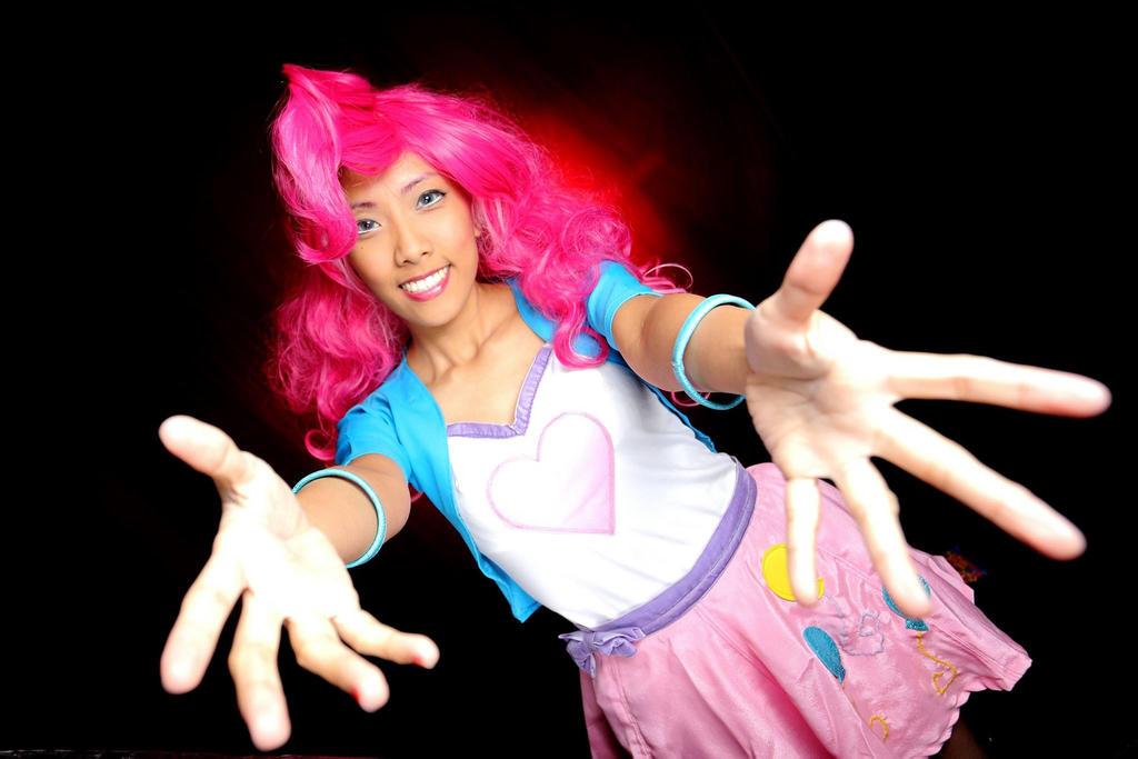EG - Pinkie Hugs by nekomiKasai