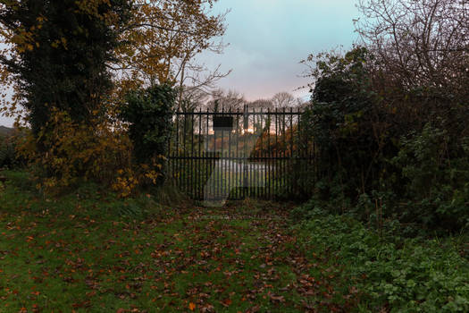 STOCK: Autumn Gate