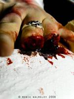 Missing fingers by Guirnou