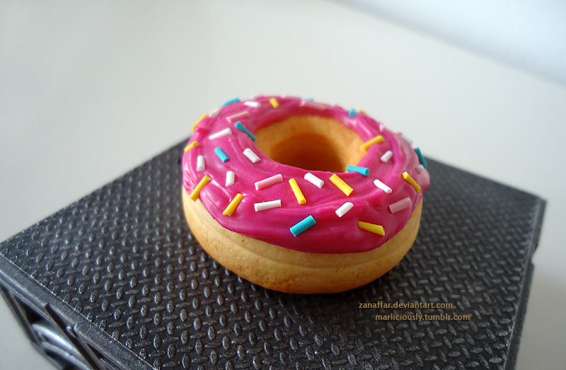 Pink sparcled Donut by Zanaffar