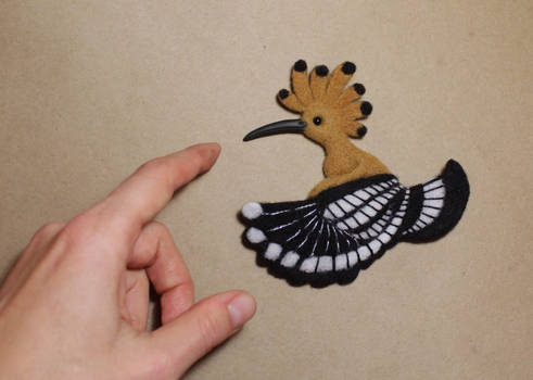 Hoopoe bird (felted brooch)