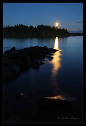 Moon rising by Behindmyblueeyes