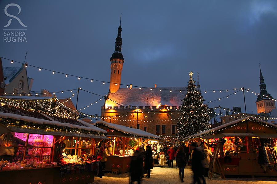 Christmas Market by Behindmyblueeyes