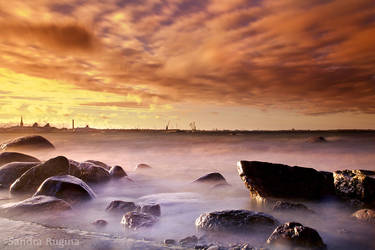Rocky sea by Behindmyblueeyes