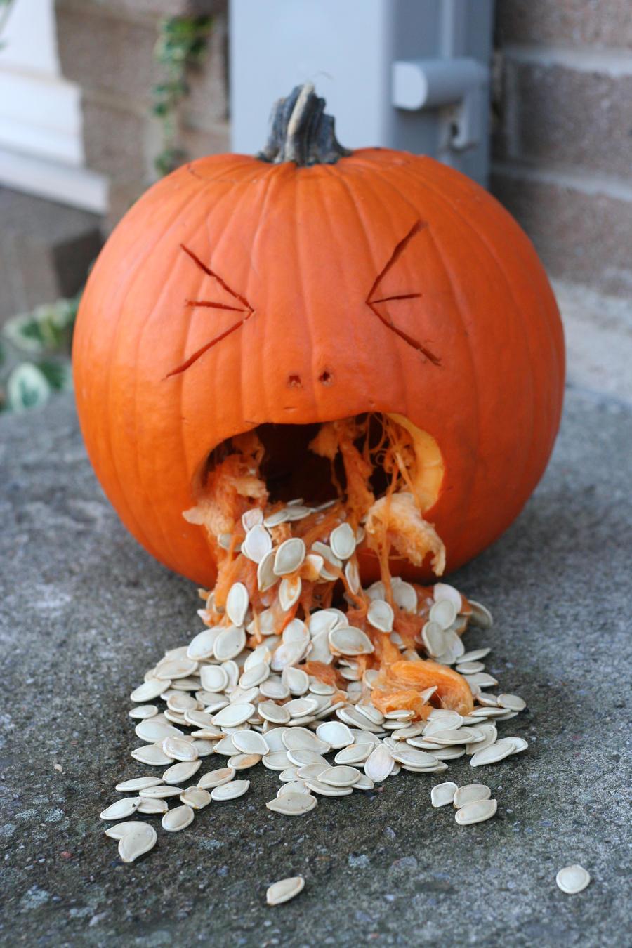 barfing_pumpkin_by_swirlyman-d31w7pi.jpg