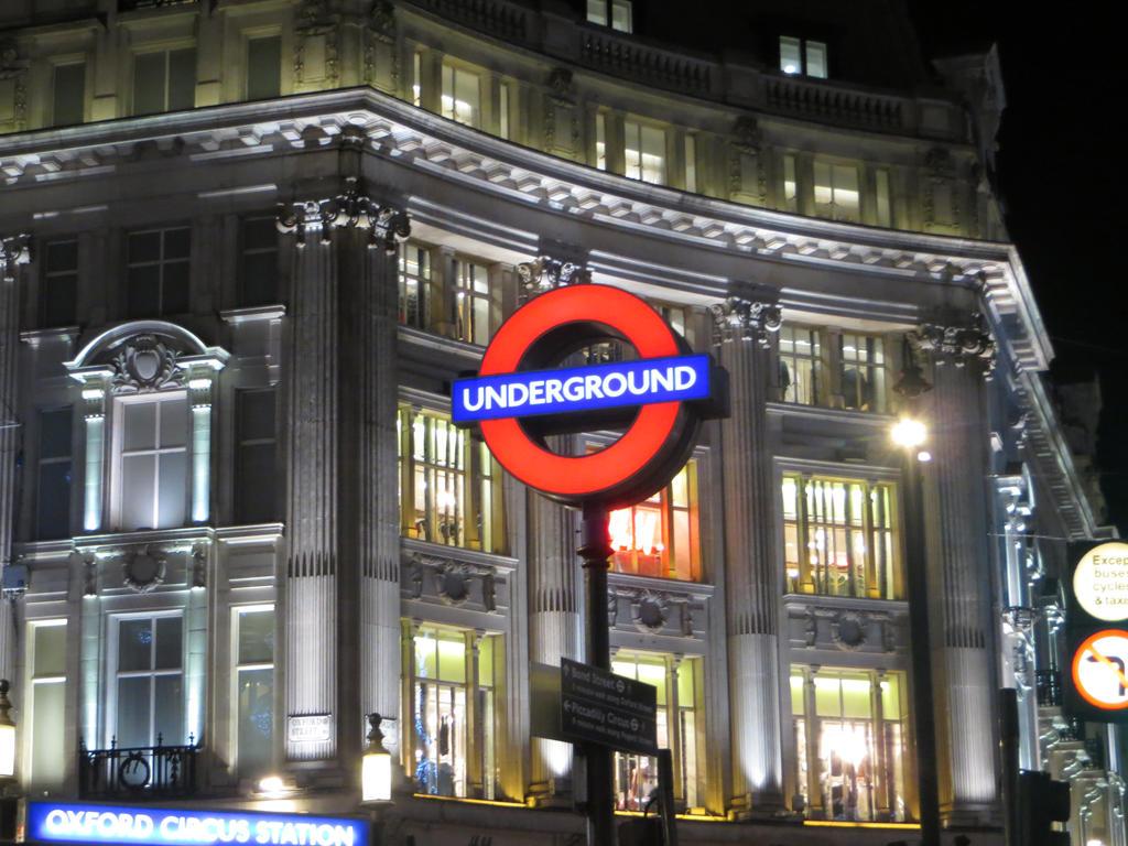 Oxford Circus Underground by Flo996