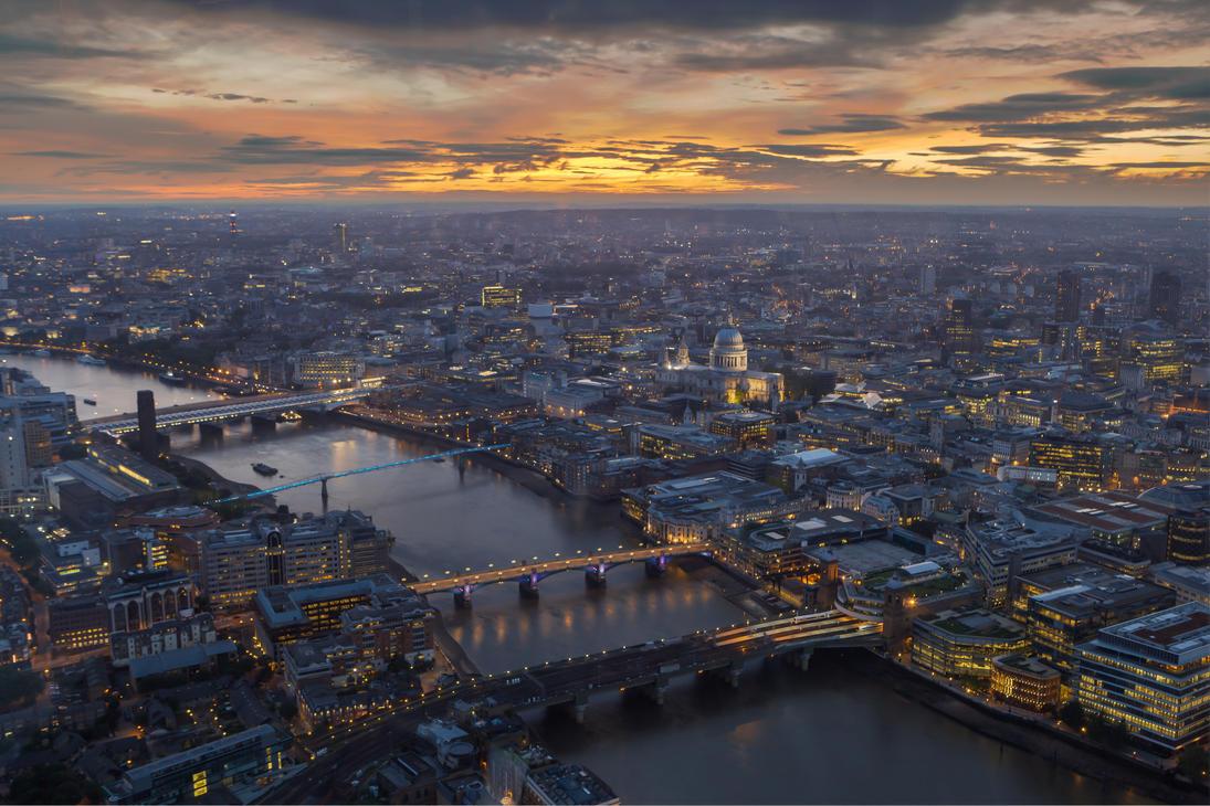 London Lights by JaanusJ