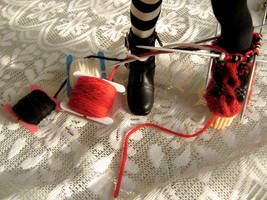 knitting tiny things by glasschild