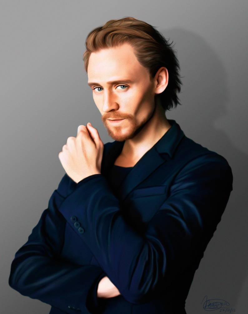 Tom Hiddleston Blue