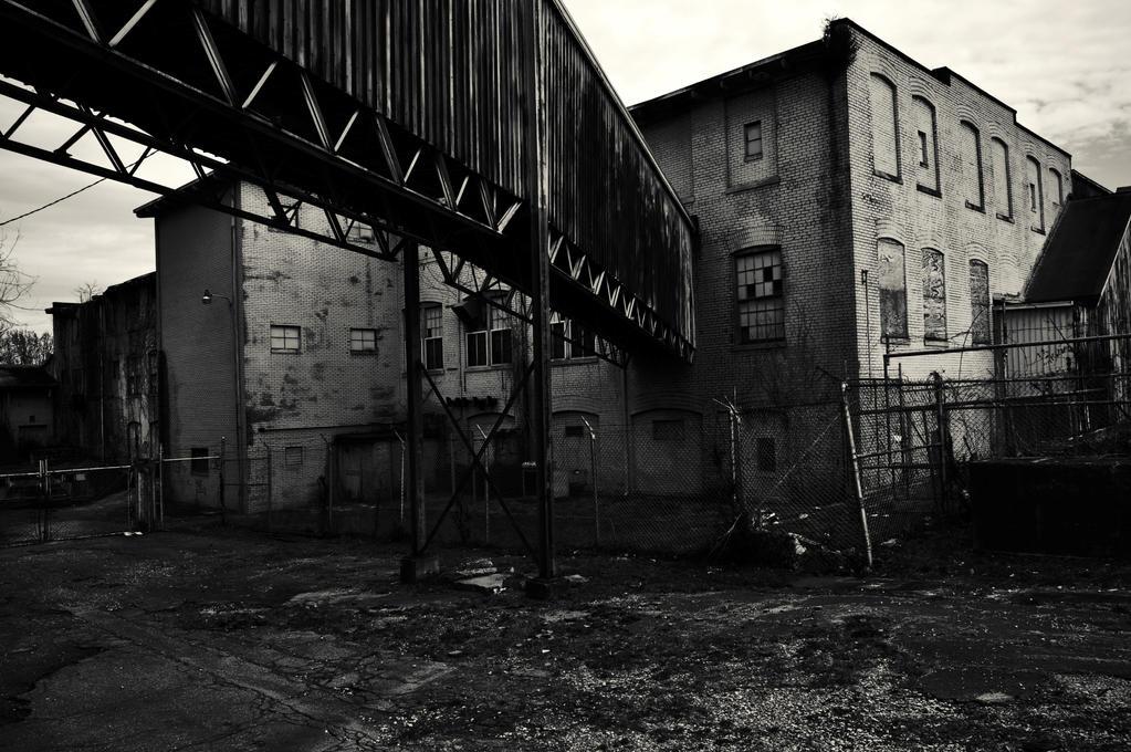 https://img04.deviantart.net/ffa6/i/2015/161/d/7/industrial_decay_by_byrdseyephotography-d8wqhwi.jpg