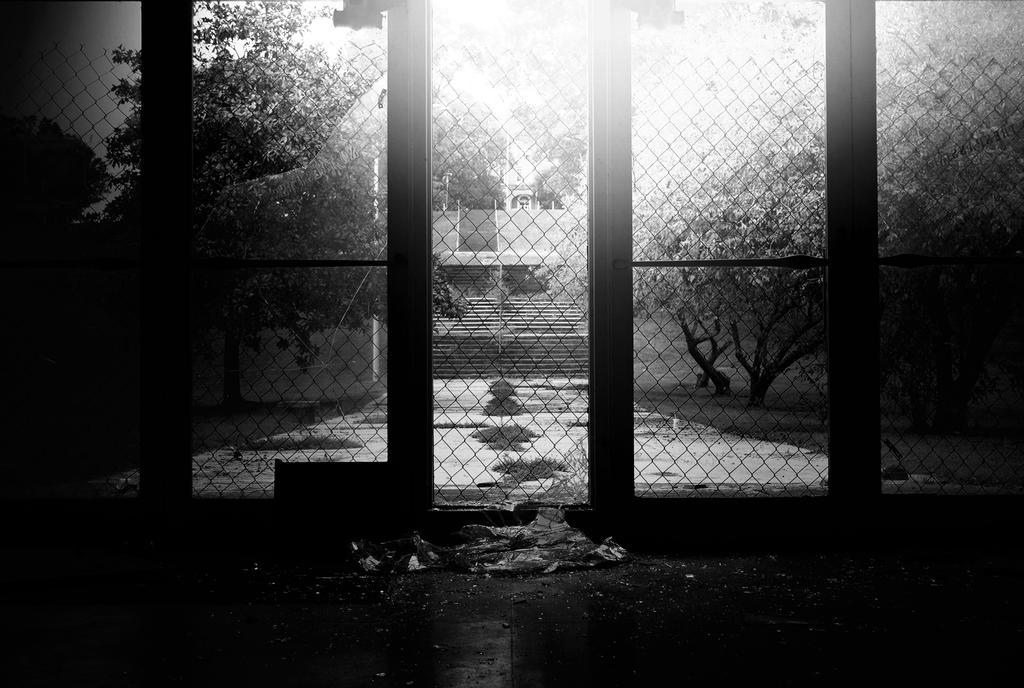 https://img11.deviantart.net/9c36/i/2015/210/c/4/inside_out_by_byrdseyephotography-d93a9uk.jpg
