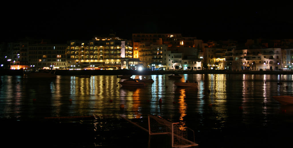 Marsalforn at night by Riddande