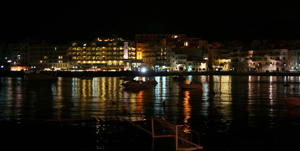 Marsalforn at night by Riddande