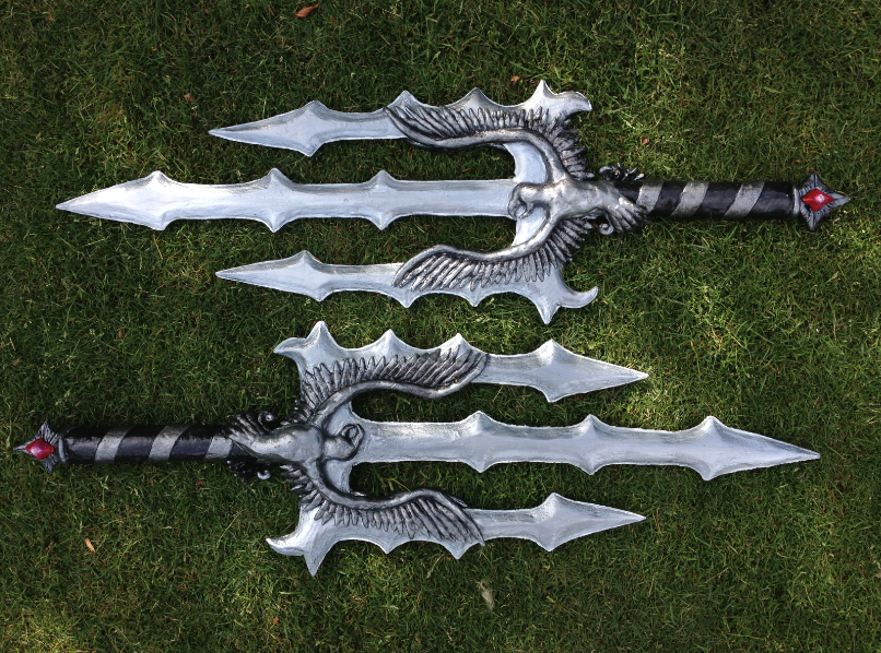 Dynasty Warriors: Wang Yi Daggers by EbonyEagle