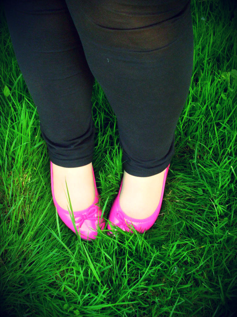 green grass / pink shoes