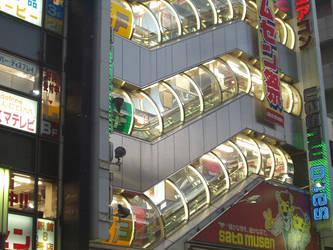 Japan has neat escalators by poopoopopo