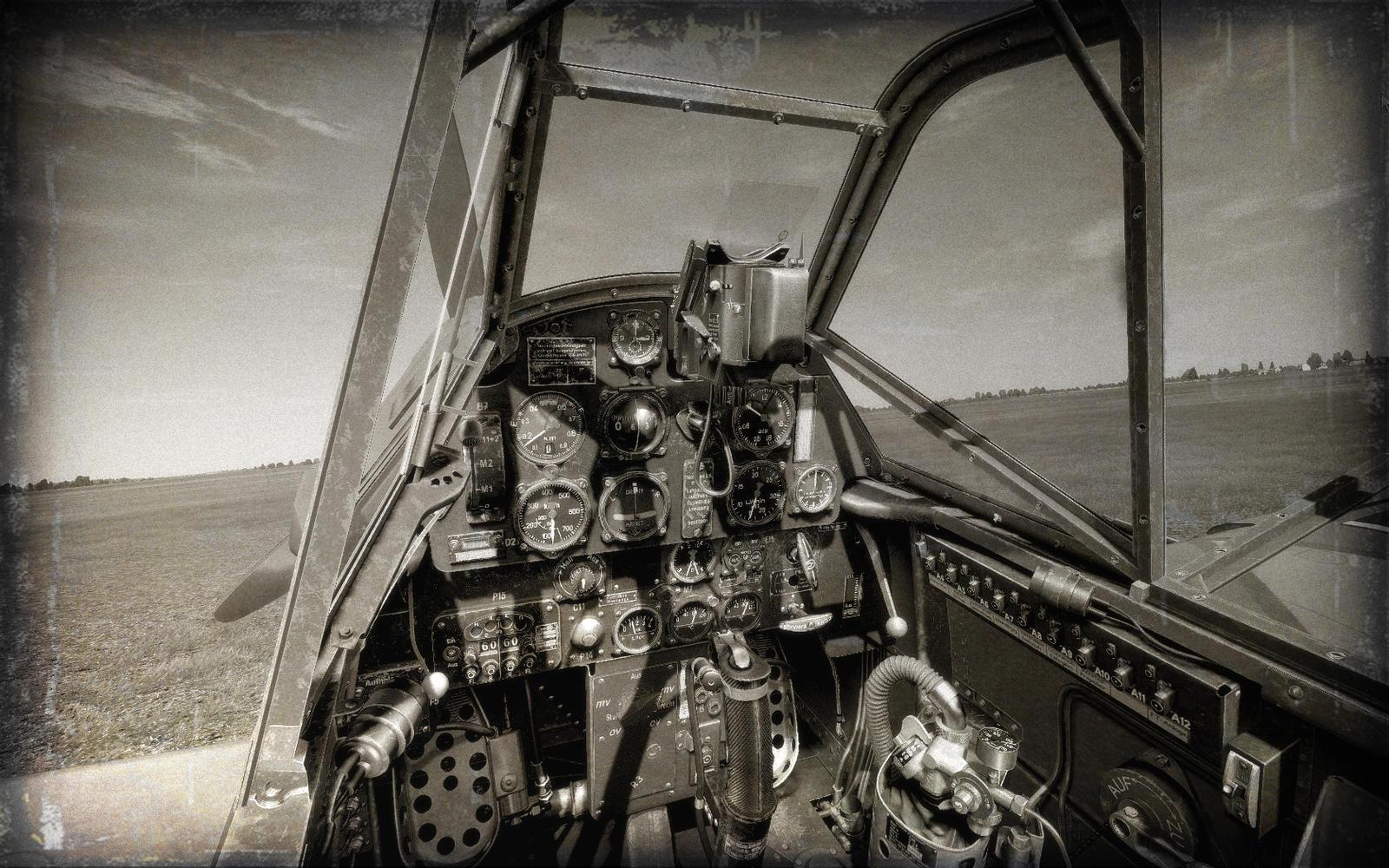 109E4B Cockpit by TarJakArt