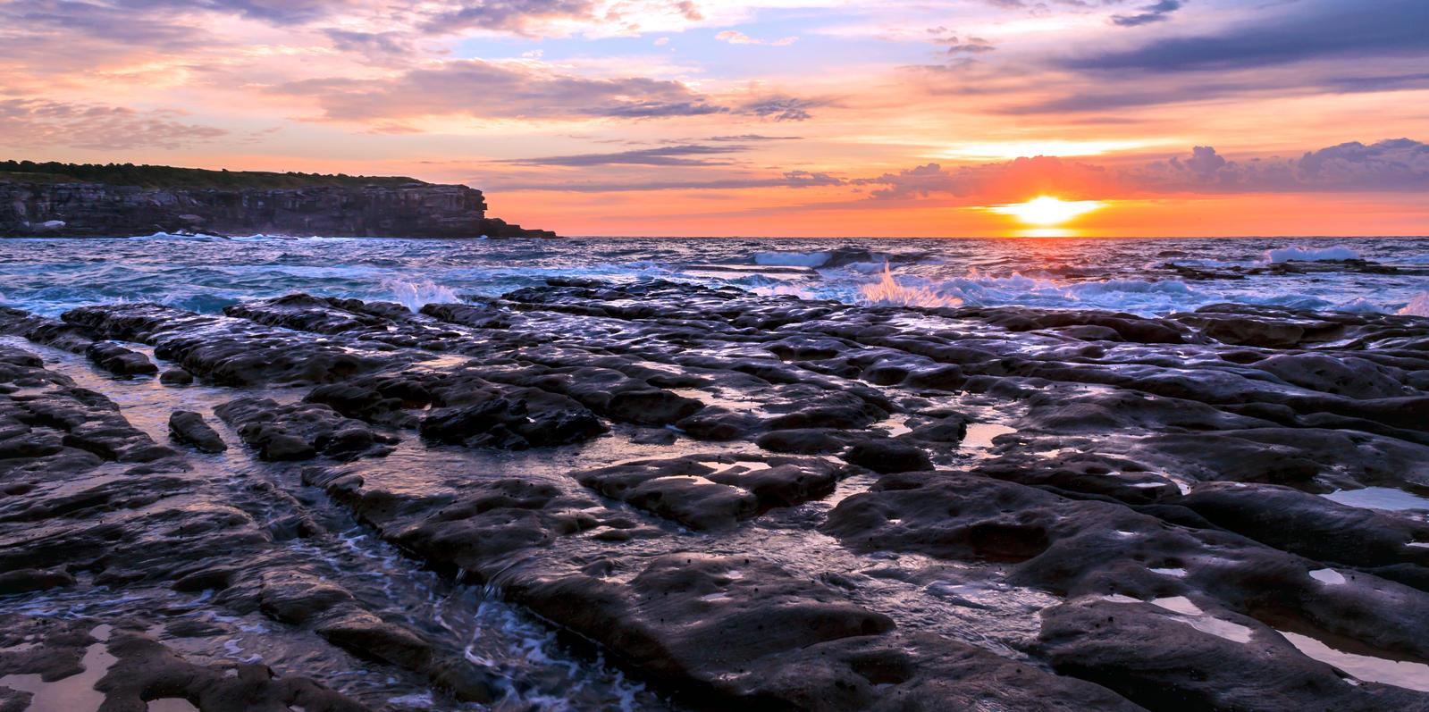 The Sun breaks on the rocky shore by TarJakArt