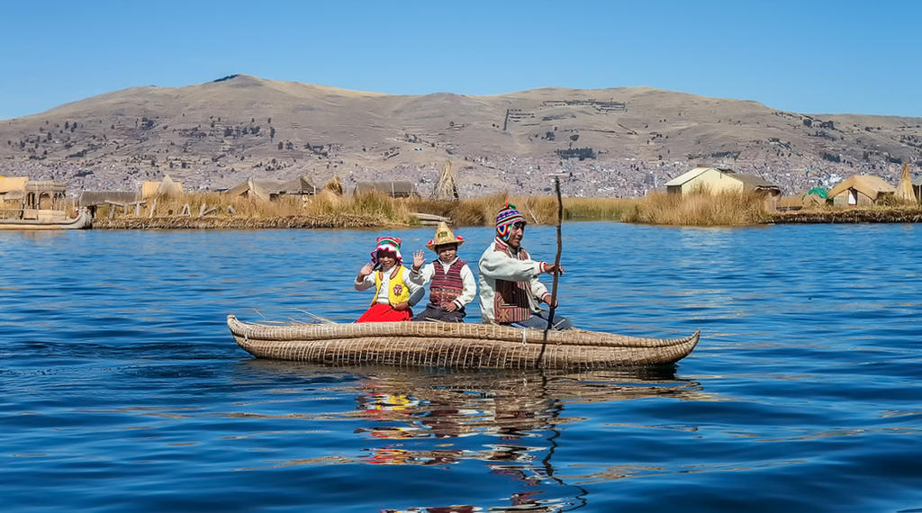 Uros Islands boating by TarJakArt