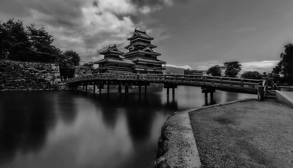 Matsumoto Castle BW by TarJakArt