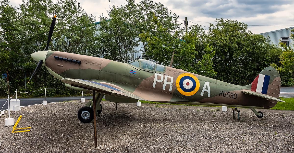 Spitfire by TarJakArt