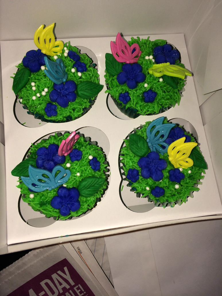 Butterfly Cupcakes by fieoria