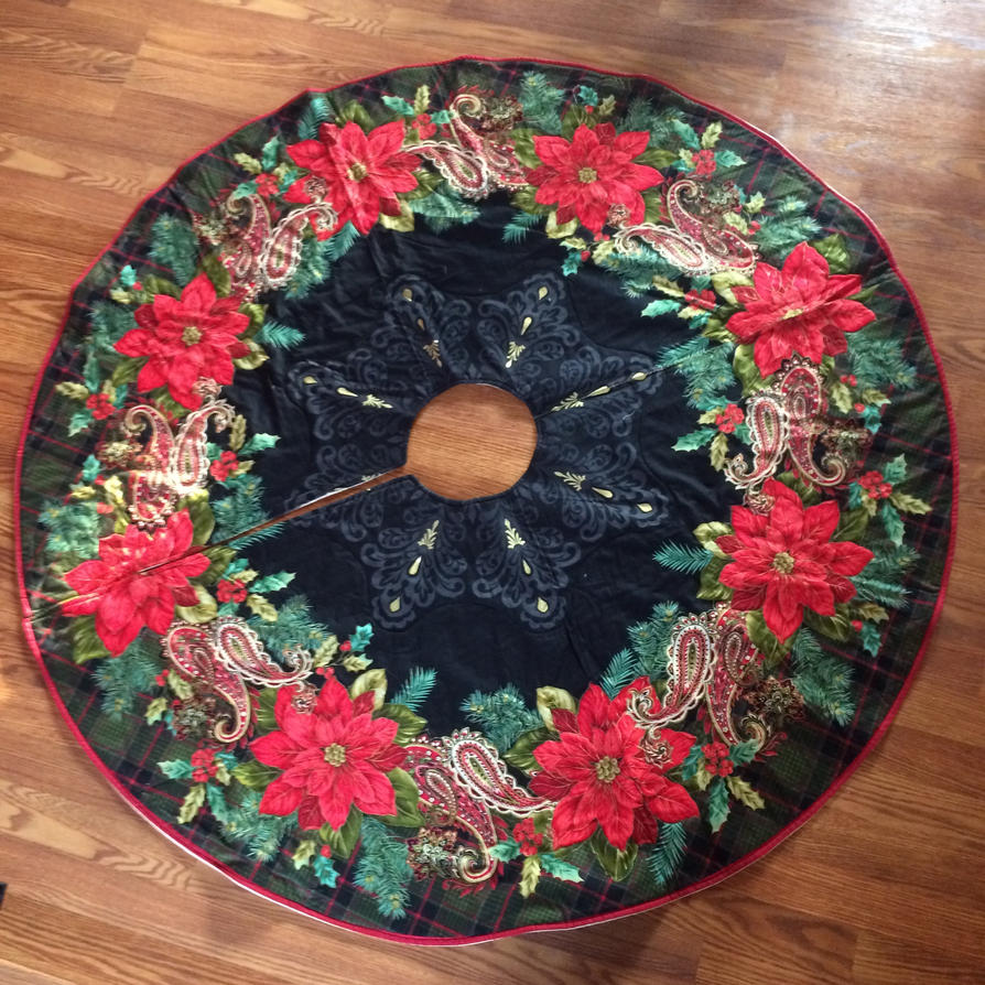 Christmas Tree Skirt by fieoria