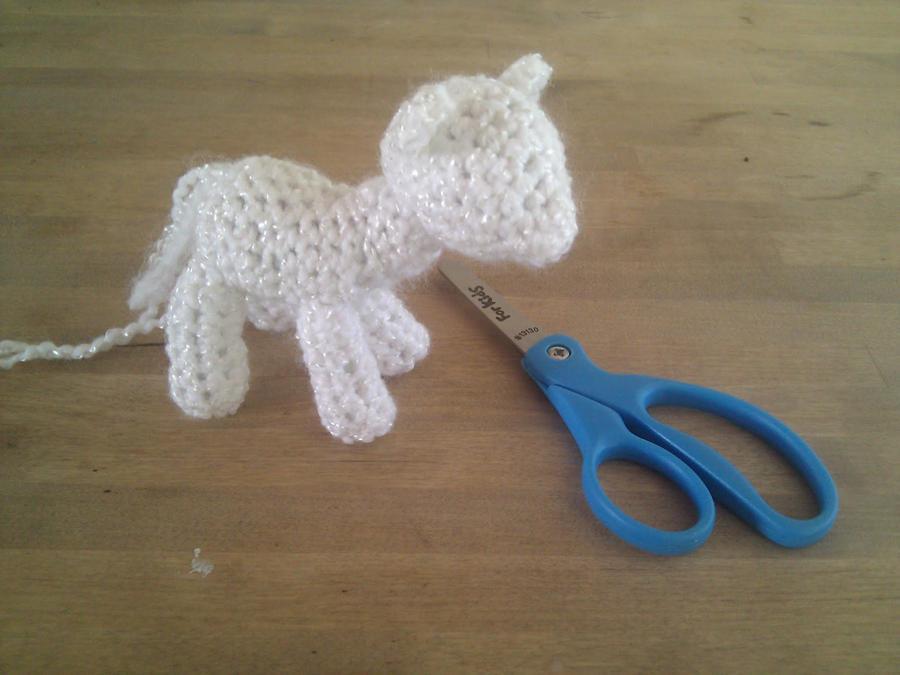 Excelente Patrón De Crochet Pequeño Pony Adorno - Ideas de Patrones ...