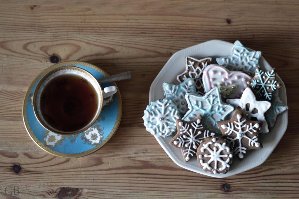 Christmas tea + cookies by Gbbogner