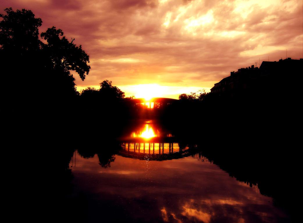 Sun's Demise by Armaiti-Zarich