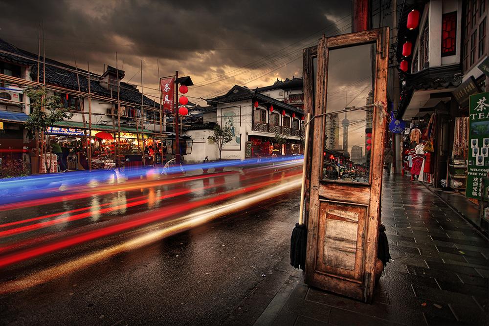 Shanghai Mirror by teemoh