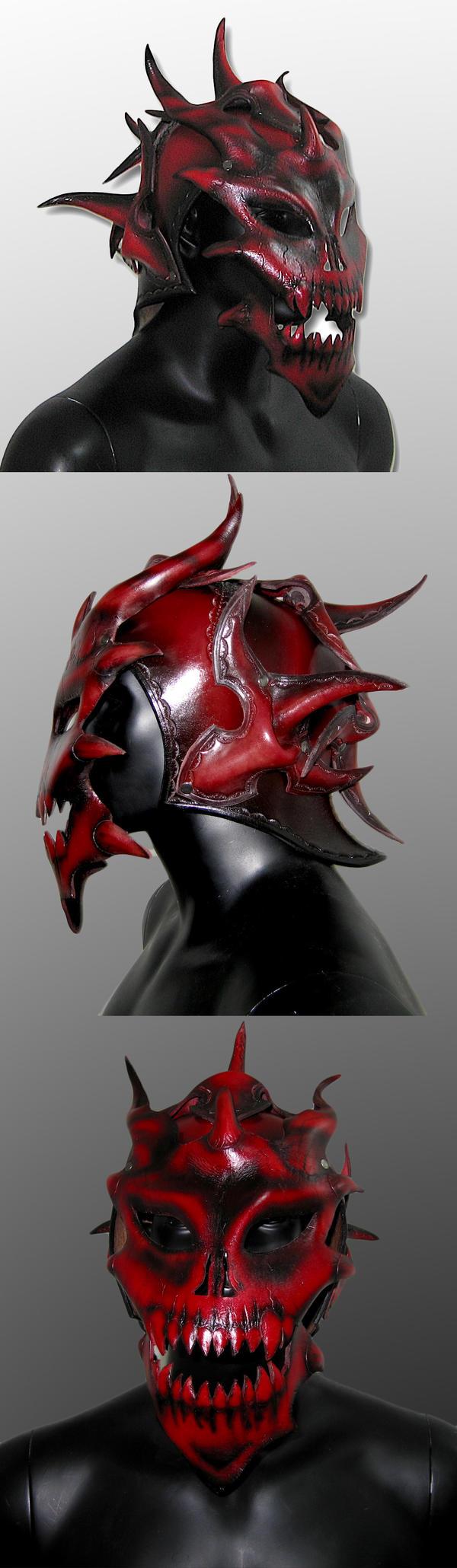 un créateur d'armures en cuir... Demon_Helm_by_Azmal