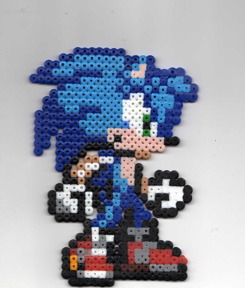 Sonic the Hedgehog Beadsprite by Spazzikisster
