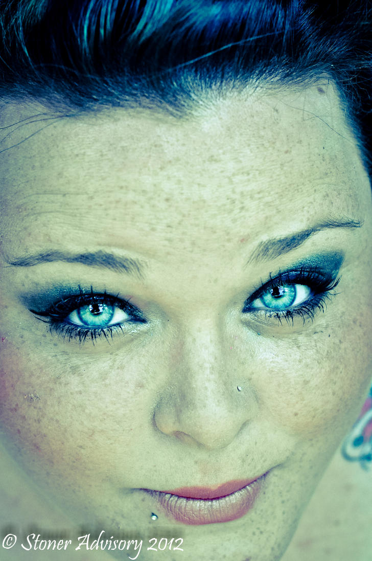 Ashlees eyes by BlackDarkness