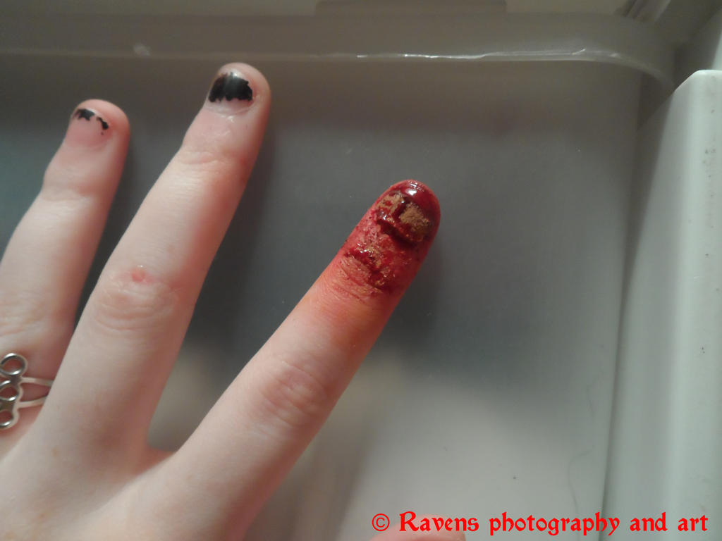 5 minute project: Oops... you crushed my finger. by GothicRavenMidnight