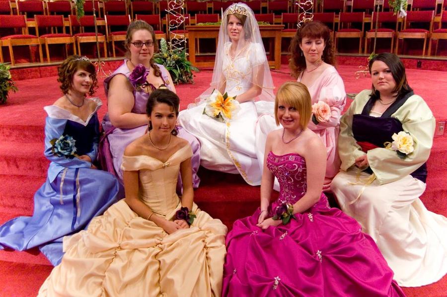 Disney se lance dans la robe de mariée - Page 5 Princess_bridal_party_by_malindachan-d4hj6u4