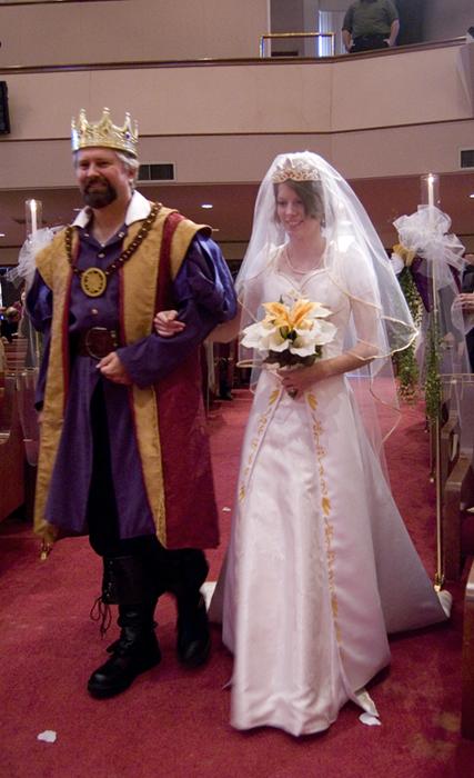 Disney se lance dans la robe de mariée - Page 5 Father_of_the_bride_by_malindachan-d4lcozm