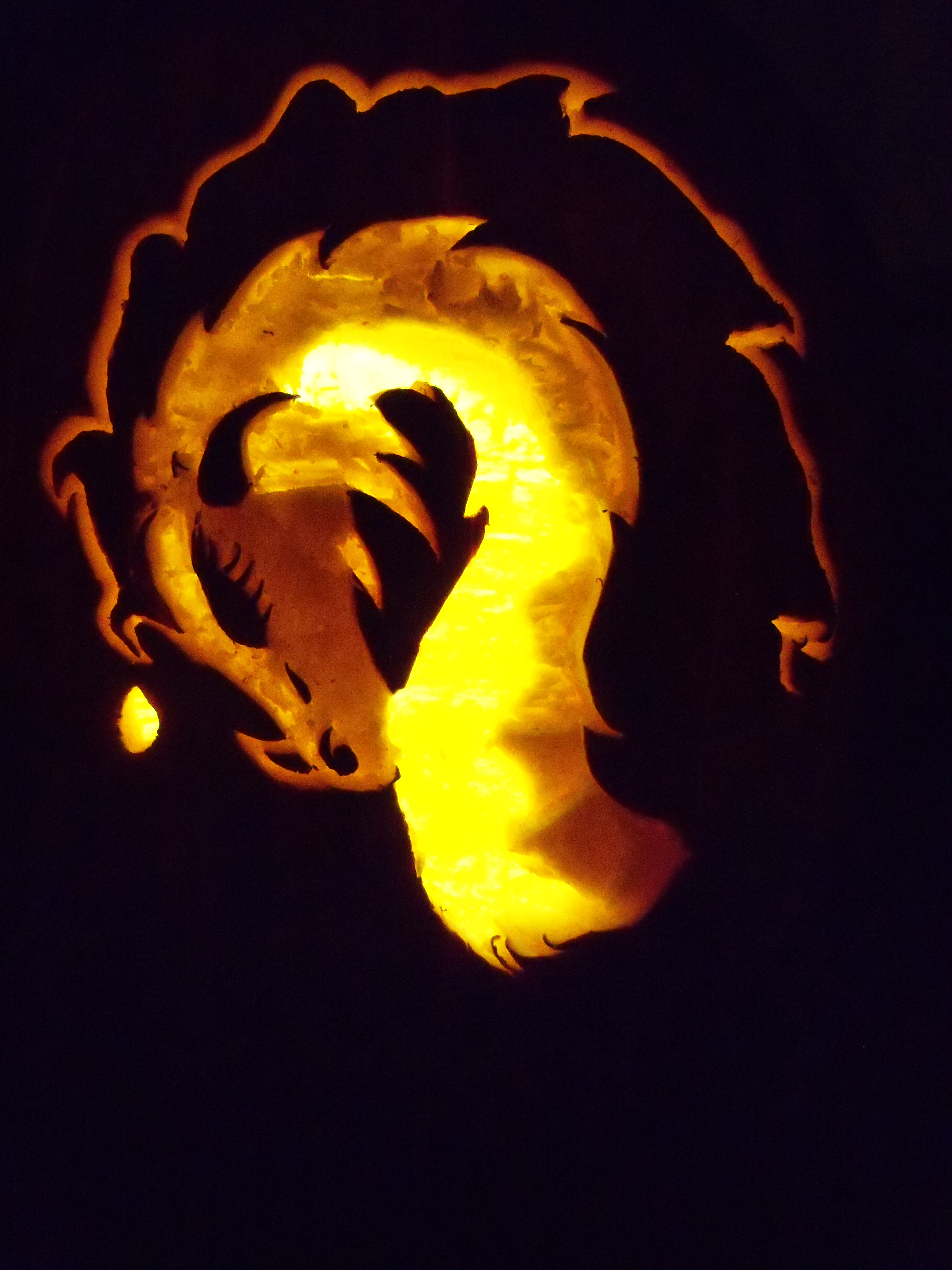 Dragon Play - Page 37 Sleeping_dragon_pumpkin_shadow_carving_by_sweetmysticnight-d5iv58q