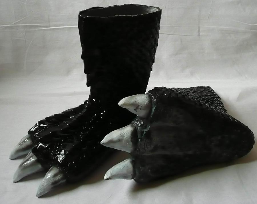 Dragon Furry Feet by Arooki