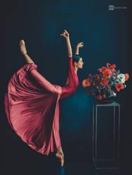 dancing flower by DanHecho