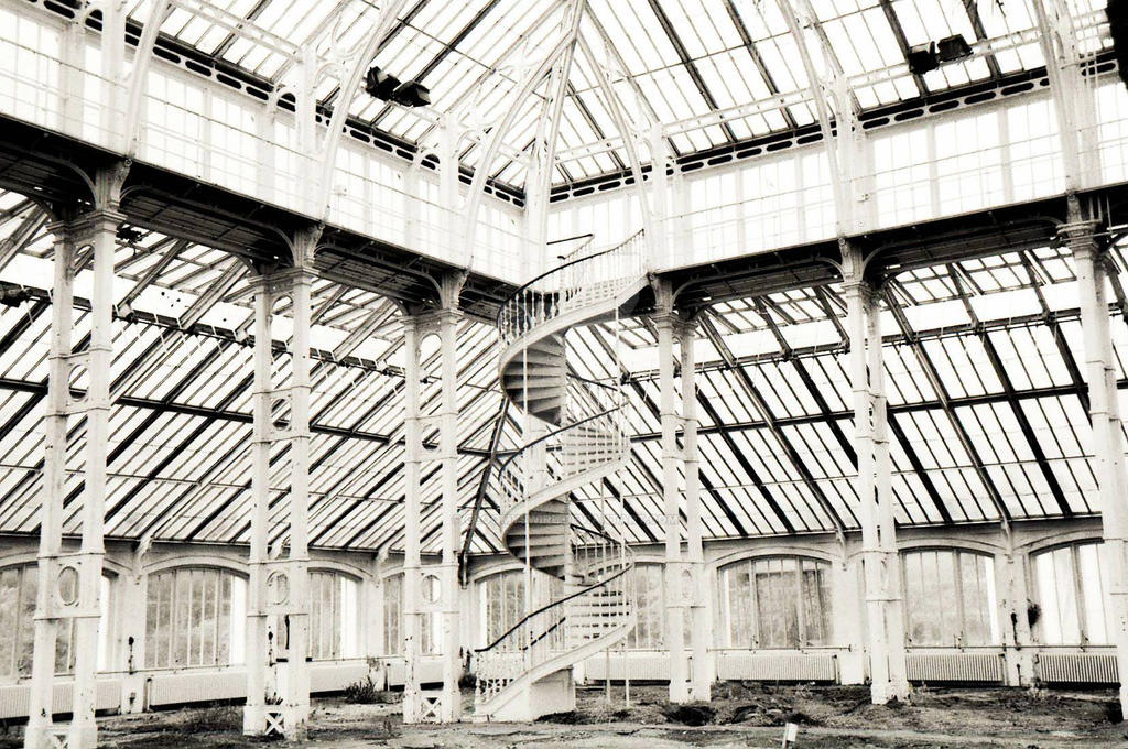Kew Gardens' Glass House by Gloomyswirl