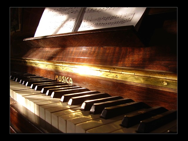 piano by eperlekvar