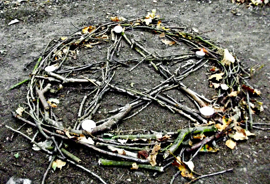 pentagram_by_kikimj-d4c85to.jpg