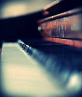 le vieux piano mort by marshmallow-pies