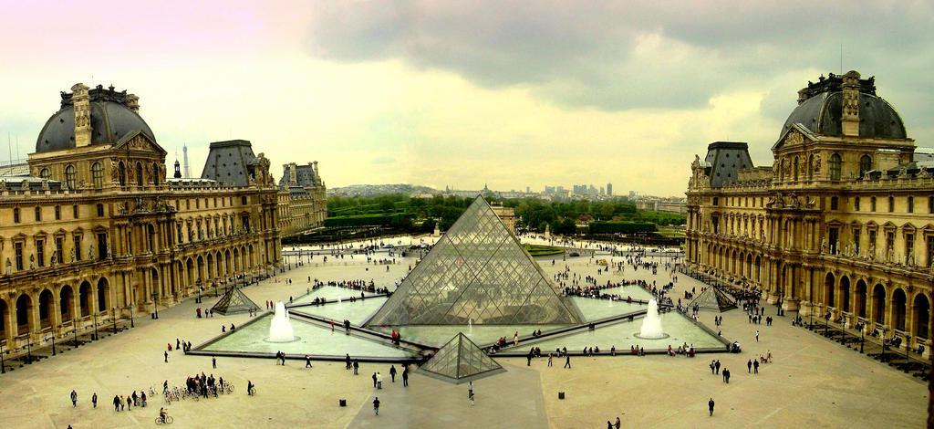 Louvre by nanusek