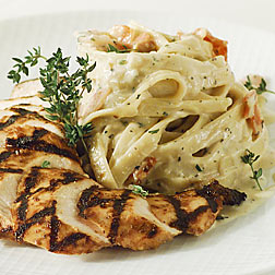 Fettuchine Alfredo by BurgerFlipper