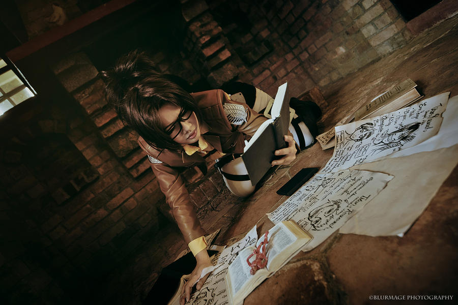 Shingeki no Kyojin: Titan Researcher by Astellecia