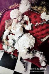 Kuroshitsuji: White Roses by Astellecia
