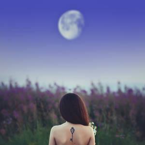 Mila Moon 02