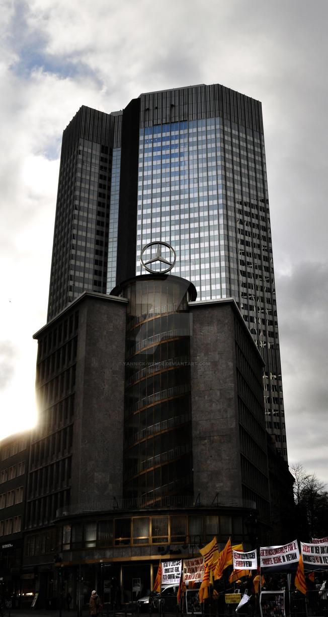 Ah random moment in Frankfurt by Yannick-Wende